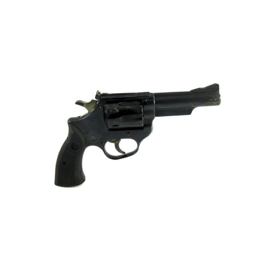Revolver Astra 960 con calibre 38. Cuenta con una gran variedad de largos de cañón adecuado para fines deportivos y trabajos de seguridad privada armados