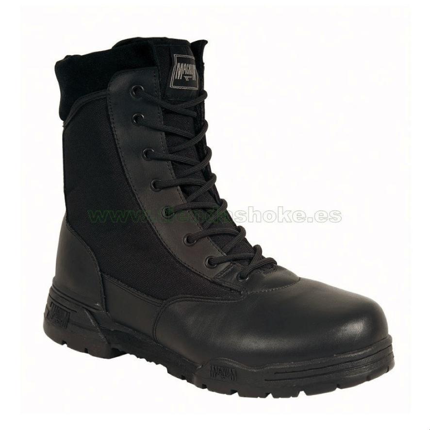 Botas policiales Magnum Classic ofrece un piso de caucho antideslizante y un forro antihumedad Cambrelle para proteger al pie de la humedad exterior