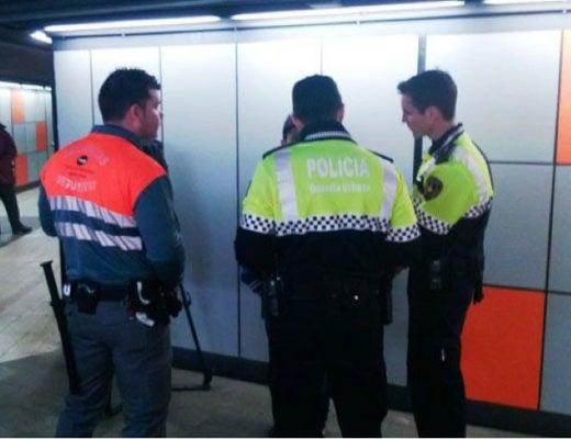 Imagen de trabajadores de seguridad privada en el metro