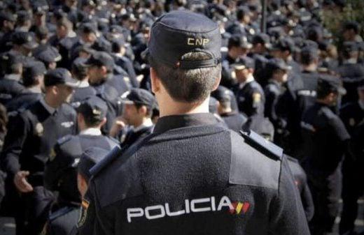 La nueva promoción de policías nacionales ya ha llegado y en Tienda Shoke hemos estado allí para apoyarles